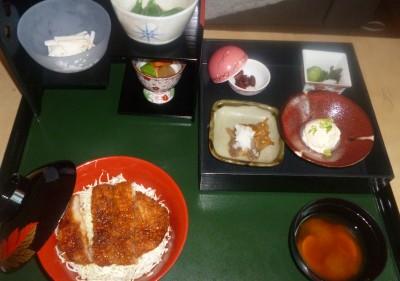 ソースかつ丼 保険 昼